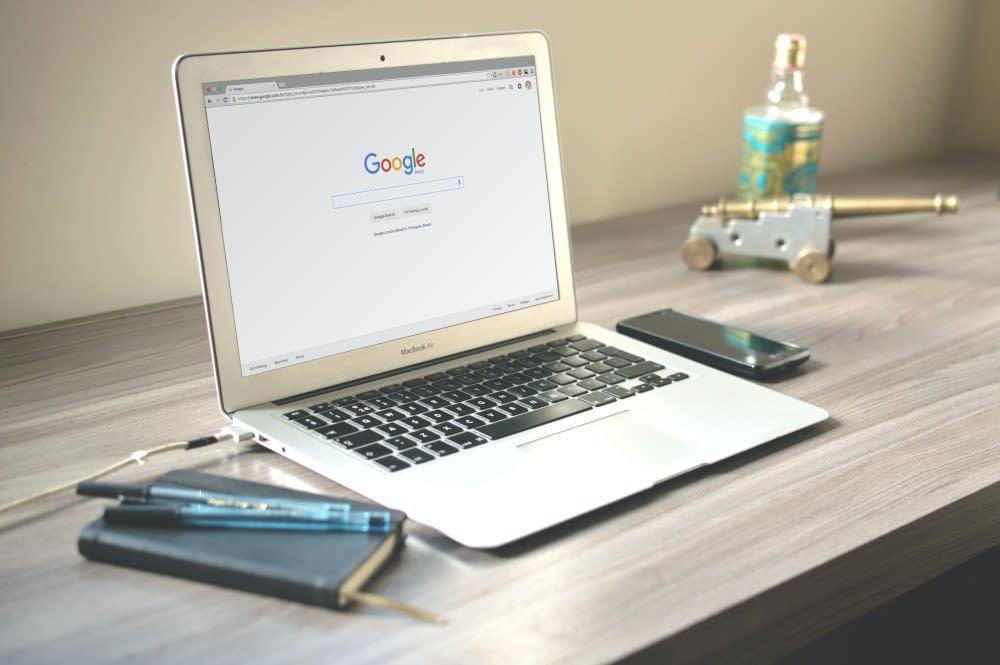 Laptop met Google open